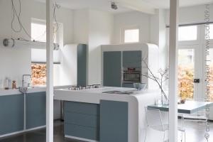 keuken ontwerp Rappange en Partners Materiaal Hi-mas gebogen deuren ook van Hi-macs
